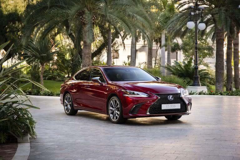 Novo Lexus ES 300h 2020